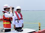 Presiden Joko Widodo saat meninjau perkembangan pembangunan pelabuhan Patimban di Kabupaten Subang, Provinsi Jawa Barat, Jumat (29/11/2019)