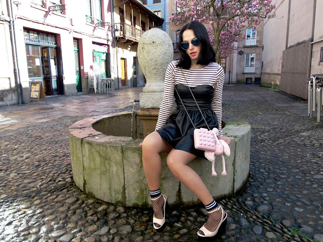 fashion, moda, look, outfit, blog, blogger, walking, penny, lane, streetstyle, style, estilo, trendy, rock, boho, chic, cool, casual, ropa, cloth, garment, inspiration, fashionblogger, art, photo, photograph, Avilés, asturias,stripes, leather, vestido, dress, zara, HyM, fishnet