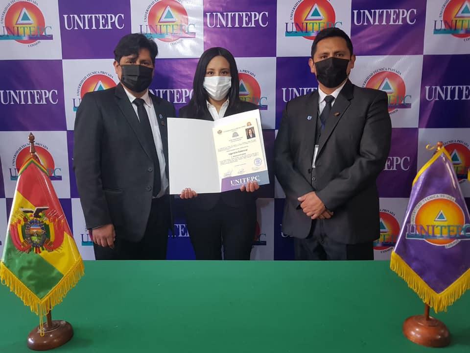 Reciente entrega de diplomas académicos en la UNITEPC sub sede El Alto el 28 de mayo / FACEBOOK UNITEPC