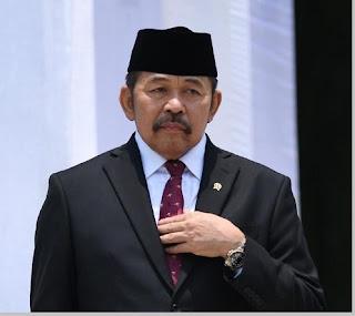 Sanitiar Burhanuddin