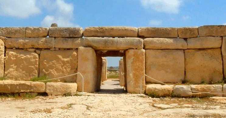 Hagar Kim günümüzden 3.000 yıl önce inşa edilmiş oldukça eski bir yapıdır.