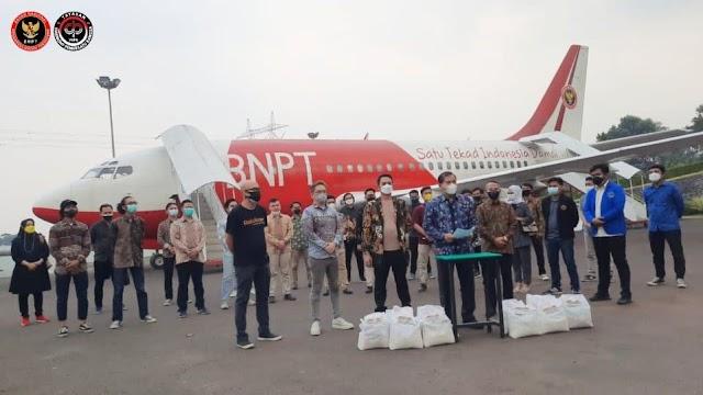 BNPT dan YHPB Berikan Bantuan Kepada Mahasiswa Perantauan dan Masyarakat Terdampak Covid-19