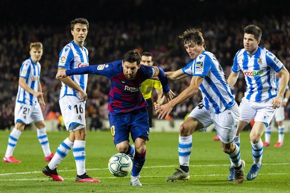 تعرف على معلق مباراة برشلونة وريال سوسيداد اليوم في الدوري الإسباني