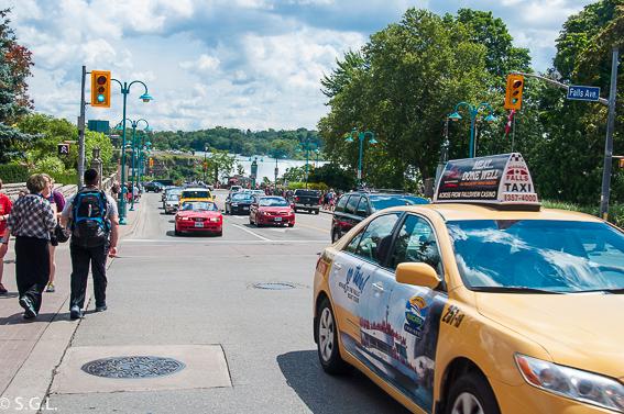 Civilizacion y taxis en las cataratas del Niagara