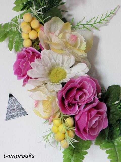 ανοιξιάτικο στεφάνι με ψεύτικα λουλούδια