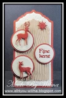 """Een label/tag met 2 herten/rendieren en de tekst """"Fijne kerst"""". A label/tag with 2 deer/reindeer and the text """"Merry Christmas"""" (Dutch words)."""