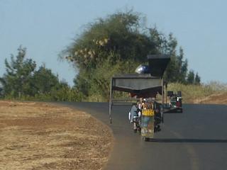 En una moto se puede transportar de todo