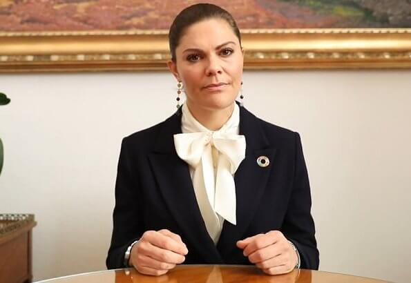 Crown Princes Victoria wore a molena navy blazer from Tiger of Sweden, and a white silk blouse, and childhood earrings from Sophie By Sophie