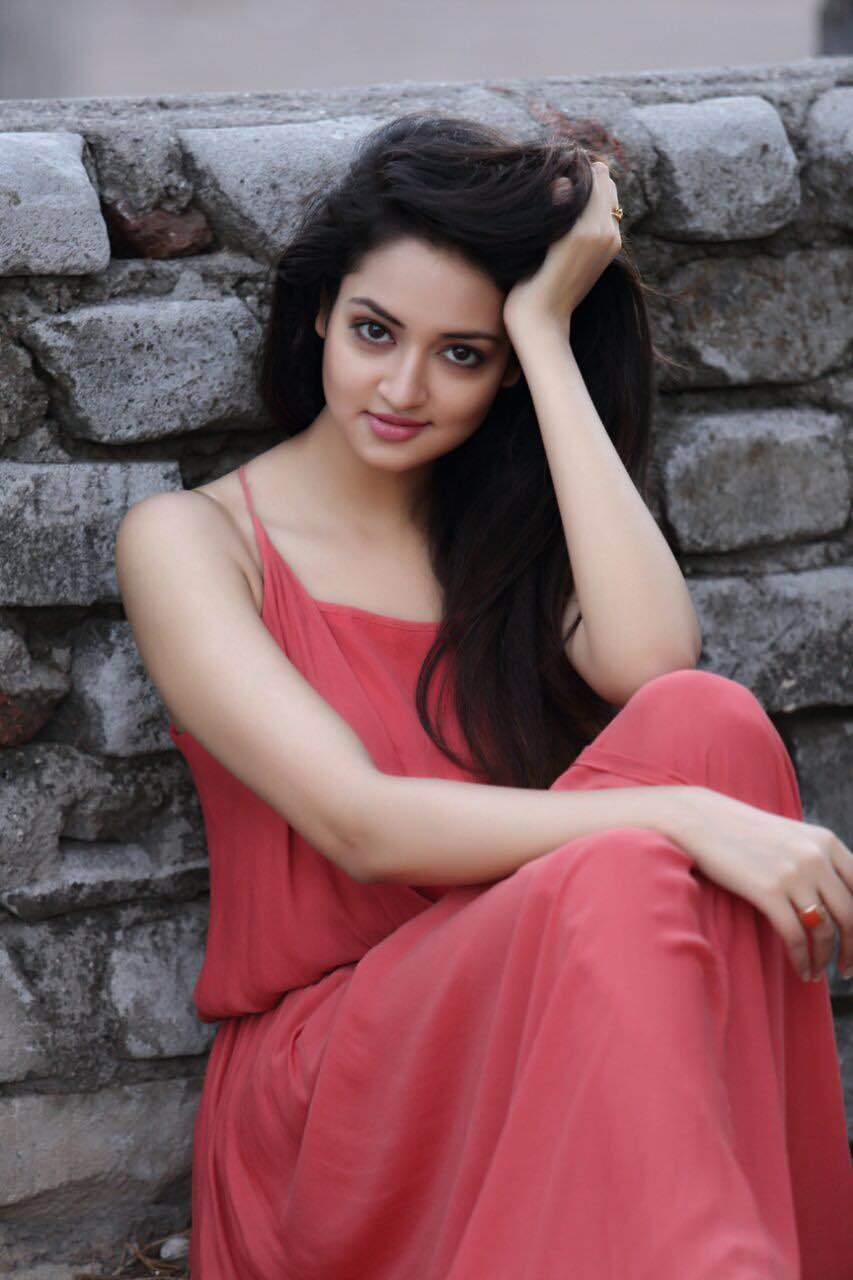 Shanvi Looks stunning in backless Black T-Shirt