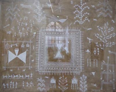 Jivya Soma Mashe (Inde Maharashtra) peinture acrylique et bouse  exposition de fondation Lambert à Avignon