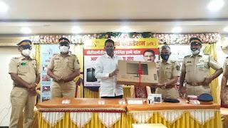 अथर्व फाउंडेशन ने पांच पुलिस स्टेशनों को दिया कंप्यूटर और प्रिंटर | #NayaSaberaNetwork