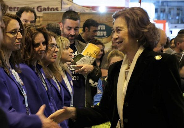 Queen Sofia of Spain visited the 8th edition of 100x100 Mascota 2018 Fair held at IFEMA in Madrid, Spain