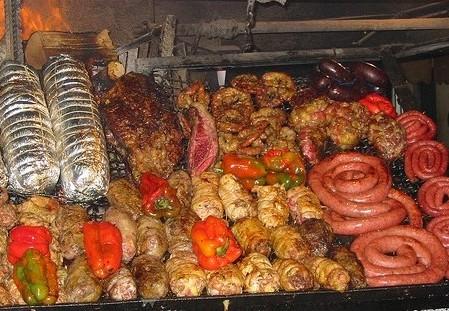 Gastronomía Uruguaya, Chivito y Parrillada