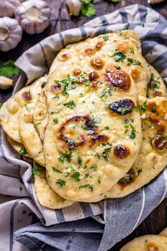 HOMEMADE GARLIC NAAN #recipes #pizza #pizzarecipe #food #foodporn #healthy #yummy #instafood #foodie #delicious #dinner #breakfast #dessert #lunch #vegan #cake #eatclean #homemade #diet #healthyfood #cleaneating #foodstagram