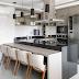 Cozinha contemporânea pequena decorada em preto e cinza integrada a varanda gourmet!