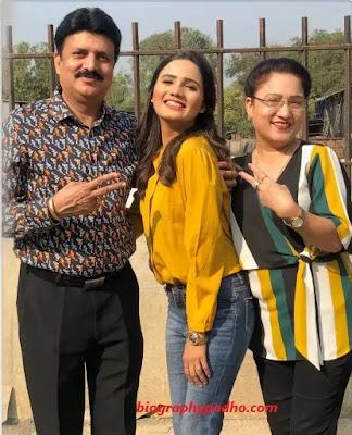 Ashna Kishore Family Photo