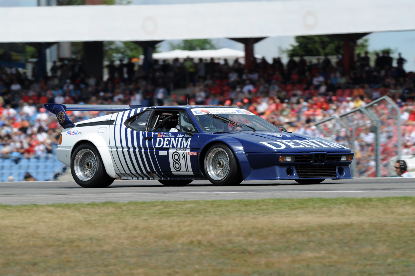 niki lauda leads bmw m1 procar return carscoops. Black Bedroom Furniture Sets. Home Design Ideas