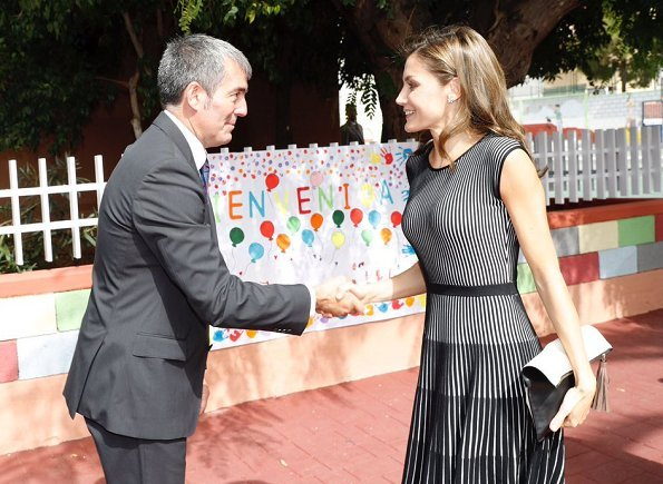 Queen Letizia wore Hugo Boss Orange Wynola Knit Dress,  Diamond star earrings and Uterque Shoes. Canary Islands