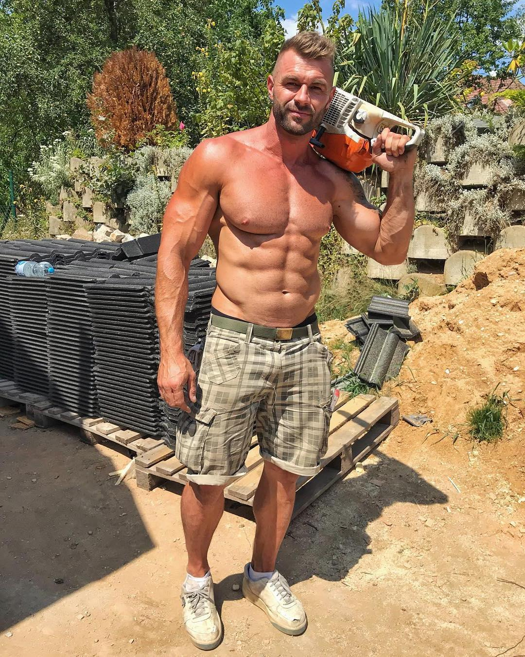 sexiest-construction-workers-shirtless-muscle-daddies-with-sixpack-abs-pecs-sweaty-fit-bodies
