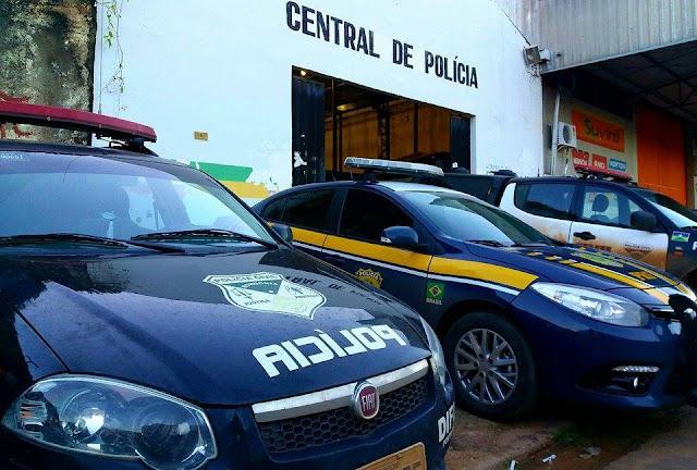 Condutor inabilitado é preso tentando subornar policiais com R$ 500