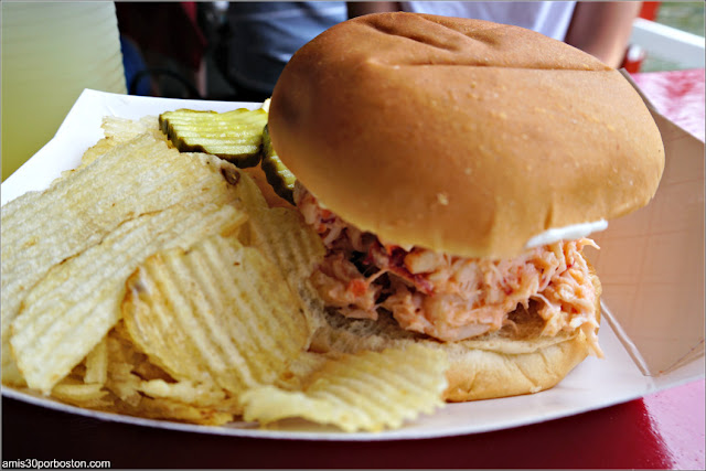 Lobster Roll de Chauncey Creek Lobster Pier en Kittery Point, Maine