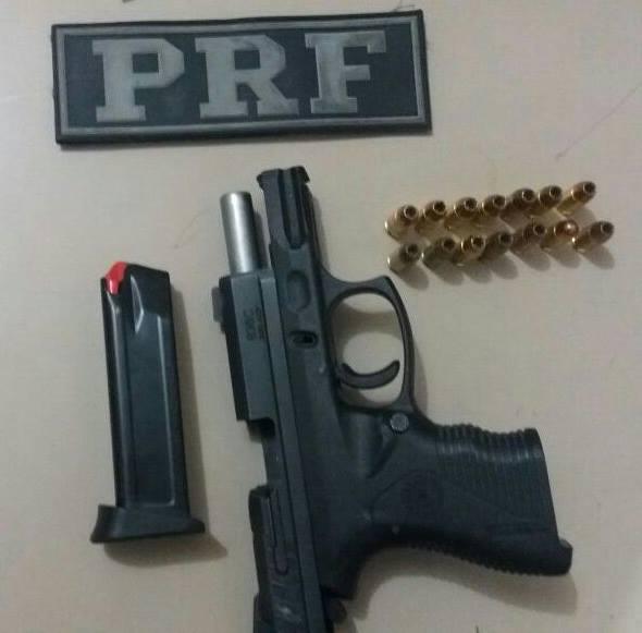 Prf em ibotirama ba prende homem por porte ilegal de arma for Interior y policia porte y tenencia