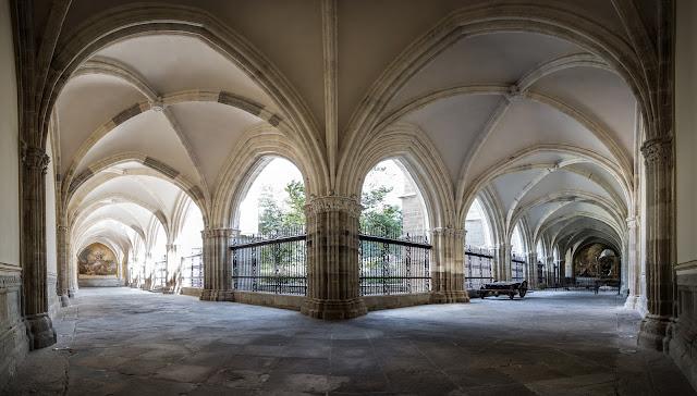 Claustro de la Catedral de Toledo :: Panorámica 9 x Canon EOS5D MkIII | ISO800 | Canon 17-40@17mm | f/4.5 | 1/60s