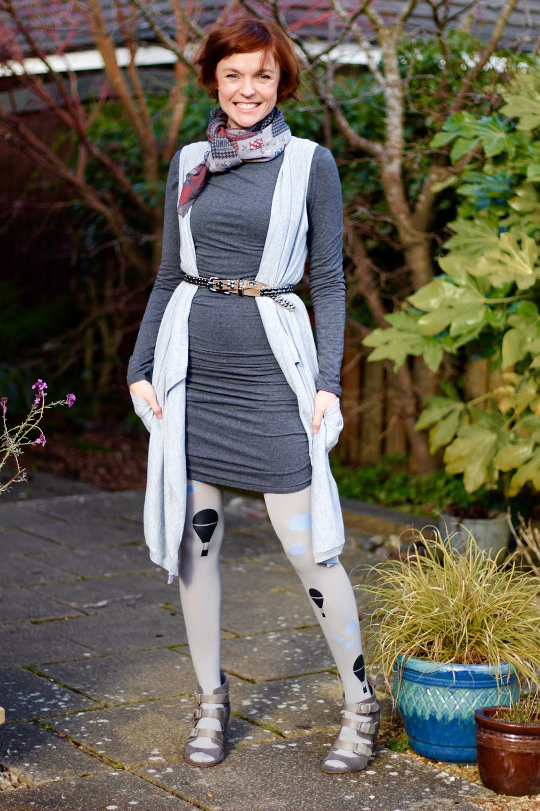 Boring Shades of Grey | Plain T-shirt Baukjen Dress & Fun Zohara BalloonTights!