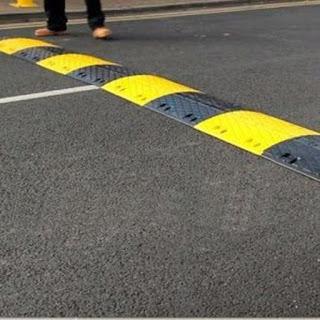 اولاد برحيل اقليم تارودانت :انعدام مخفضات السرعة بالسوق المركزي وسط المدينة يؤدي لمزيد حوادث السير.