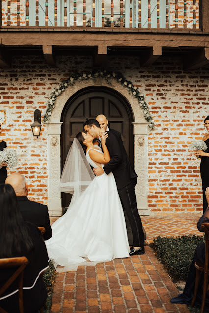 first kiss in ceremony