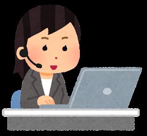インカムをつけてパソコンを使う人のイラスト(女性会社員)