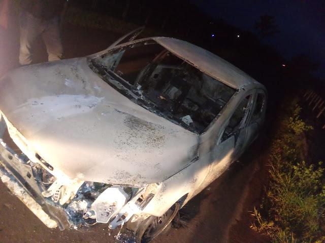 Assaltantes incendiaram carro em Vitória do Mearim para desviar a atenção do COSAR de Lago da Pedra