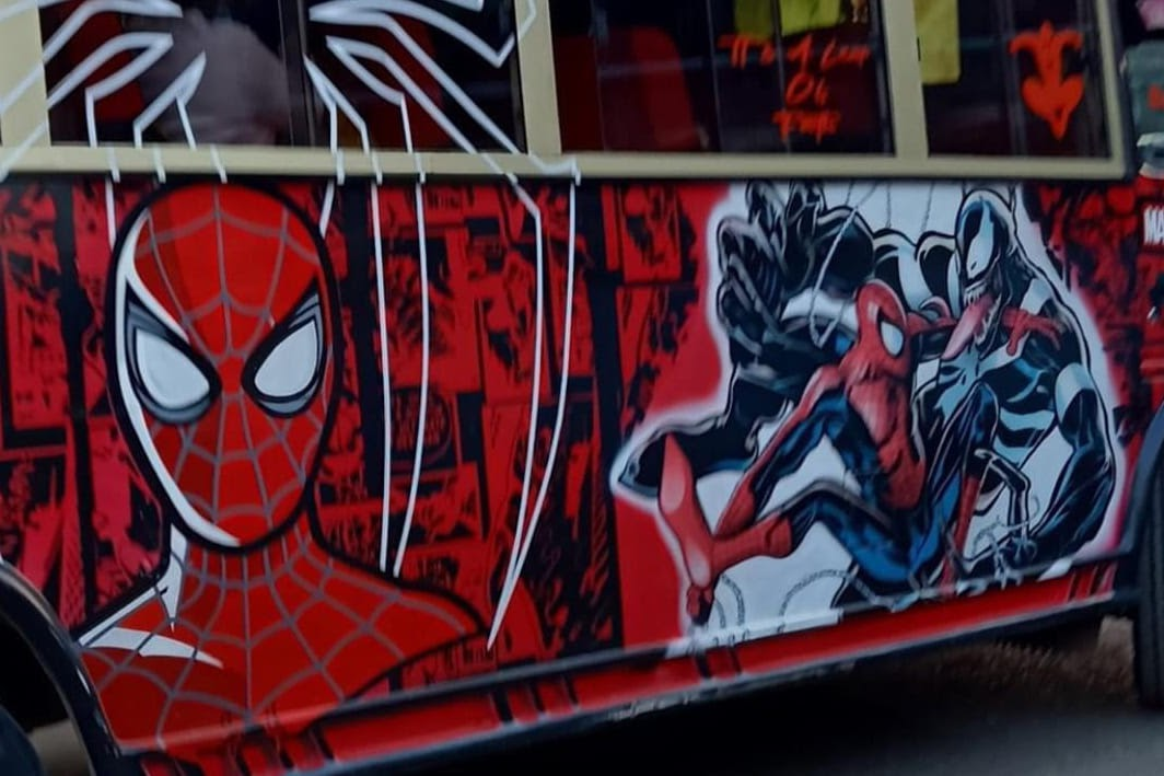 Spidey Bus : スパイダーバースじゃなくて、スパイダーバス ! !😄