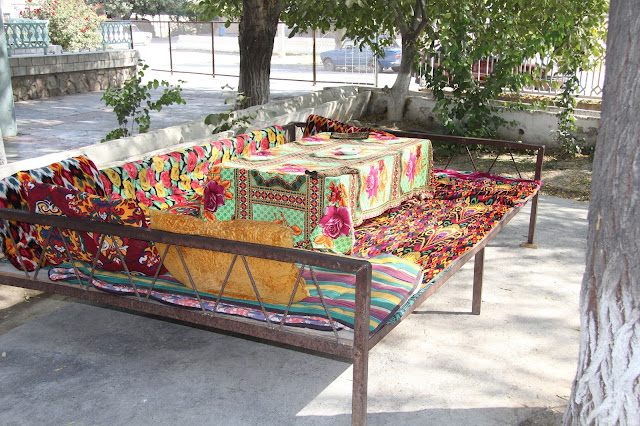 Tadjikistan, Khodjent, Proletar, Gulakandoz, chaïkhana, rue Davron Samatov, tapchane, tapshan, © L. Gigout, 2012