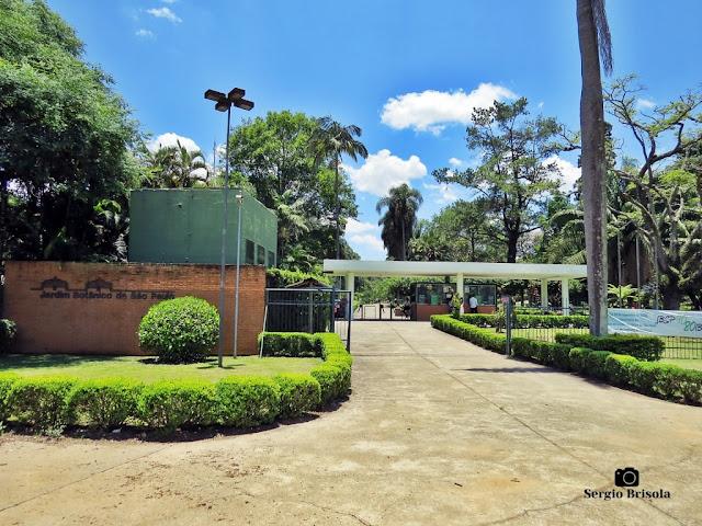 Vista ampla da entrada do Jardim Botânico de São Paulo - Vila Água Funda