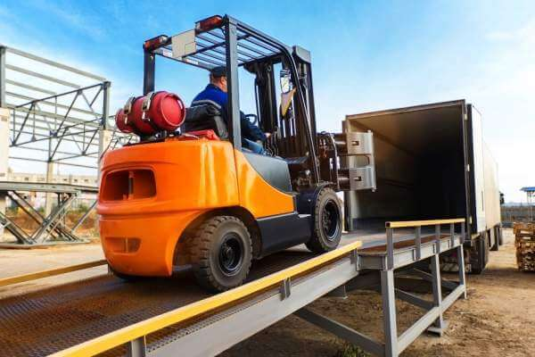 Manual Transmission Forkift vs Automatic Transmission Forklift