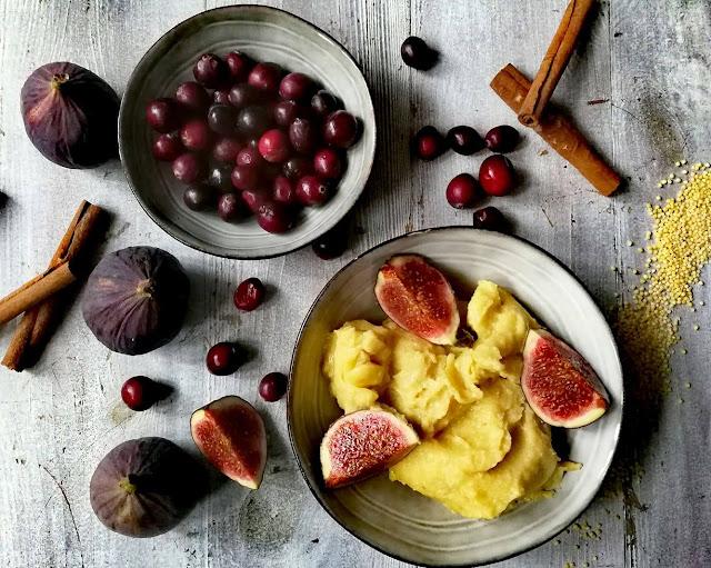 Pudding jaglany z dynią i owocami