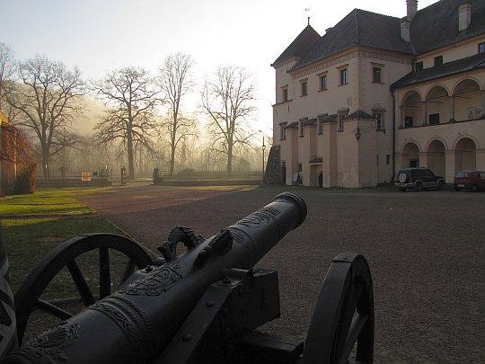 Widok na południowe skrzydło zamku.