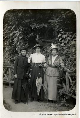 photo ancienne  3 élégantes femmes 1900