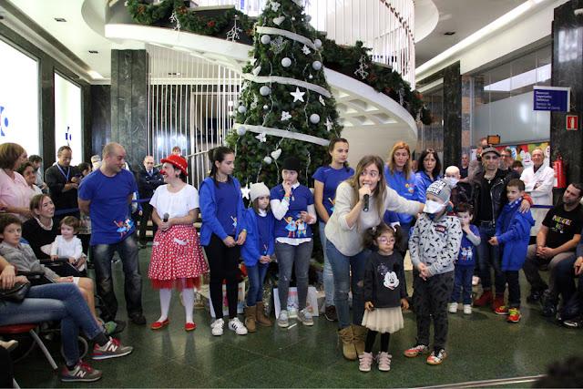 Encendido de árbol de Navidad del hospital