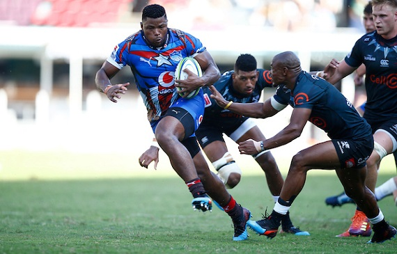 Lizo Gqoboka breaks a tackle against the Cell C Sharks