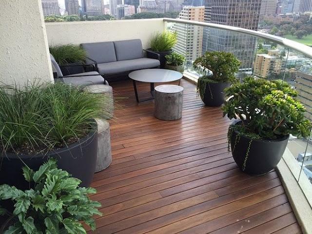Desain Balkon Rumah dengan Memaksimalkan Tanaman Hias | Photo Grid.id