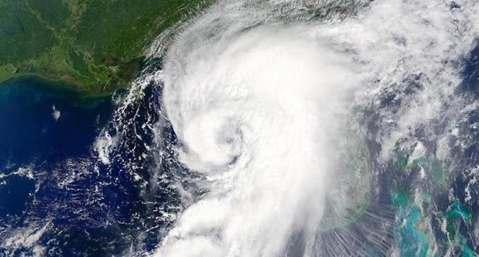 El huracán Isaías sacude Turcas y Caicos en su avance hacia Bahamas