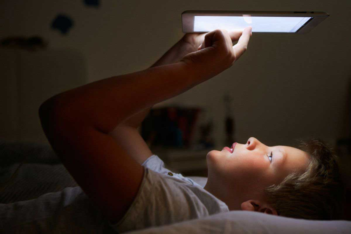 L'utilisation de votre téléphone portable et de votre tablette au lit peut nuire à votre sommeil et à votre santé cardiovasculaire