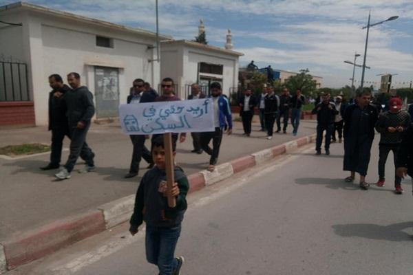 وقفة إحتجاجية لمكتتبي عدل أمام مقر ولاية الشلف