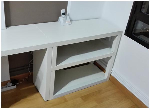 La neurona del manitas estanter a con dos mesas lack de ikea for Mesa escritorio ikea