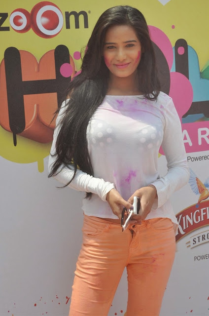 Poonam Pandey Latest Hot Pics In White Dress Actress Trend