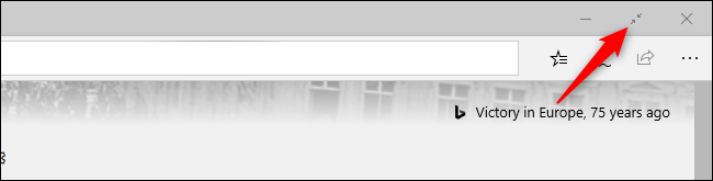الخروج من وضع ملء الشاشة في متصفح Microsoft Edge الأصلي باستخدام الماوس.