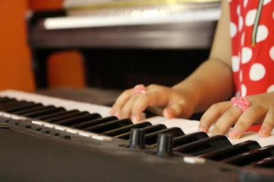 Chọn piano điện nào vừa rẻ vừa bền cho bé