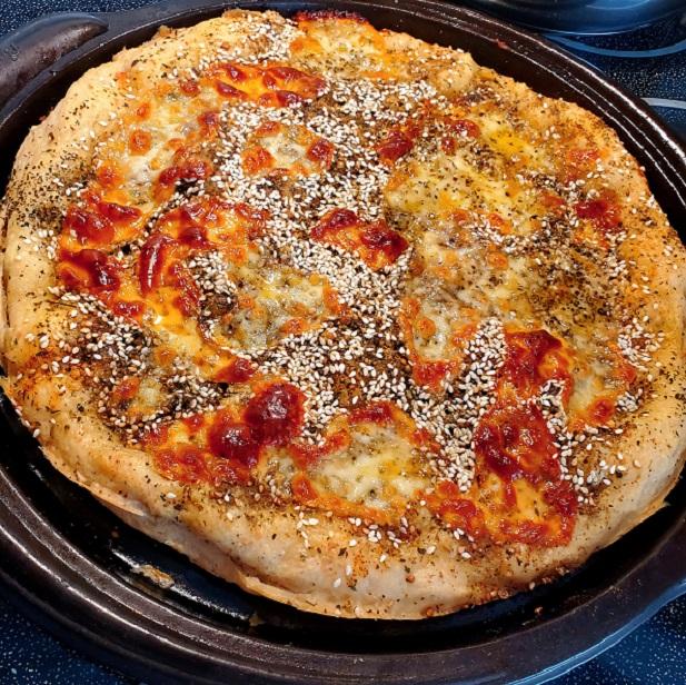 crispy white pizza